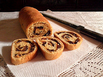 Fruit & Nut Bread Recipe @ http://treatntrick.blogspot.com