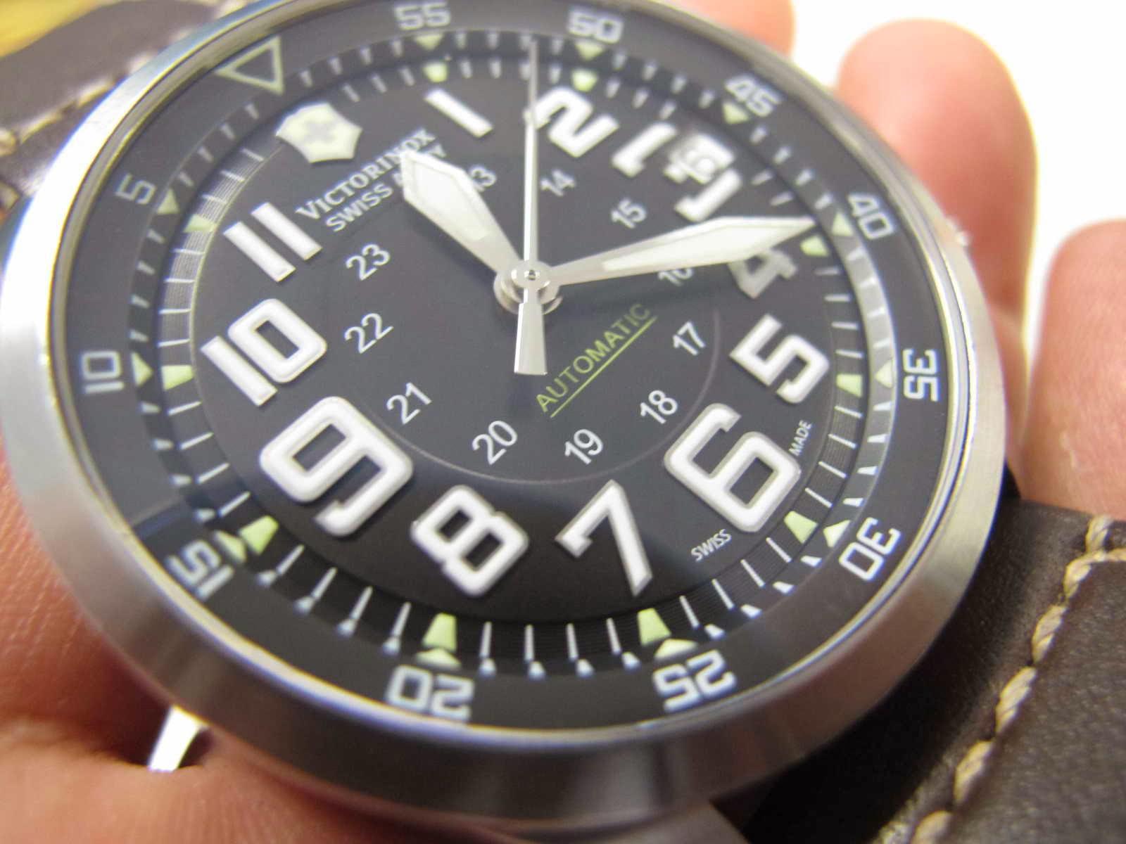Cocok untuk Anda yang sedang mencari jam tangan Military Automatic Swiss Made dan dengan size diameter case jam besar Mantap Victorinox Airboss ini