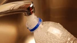 ¿Es seguro reutilizar las botellas de agua?