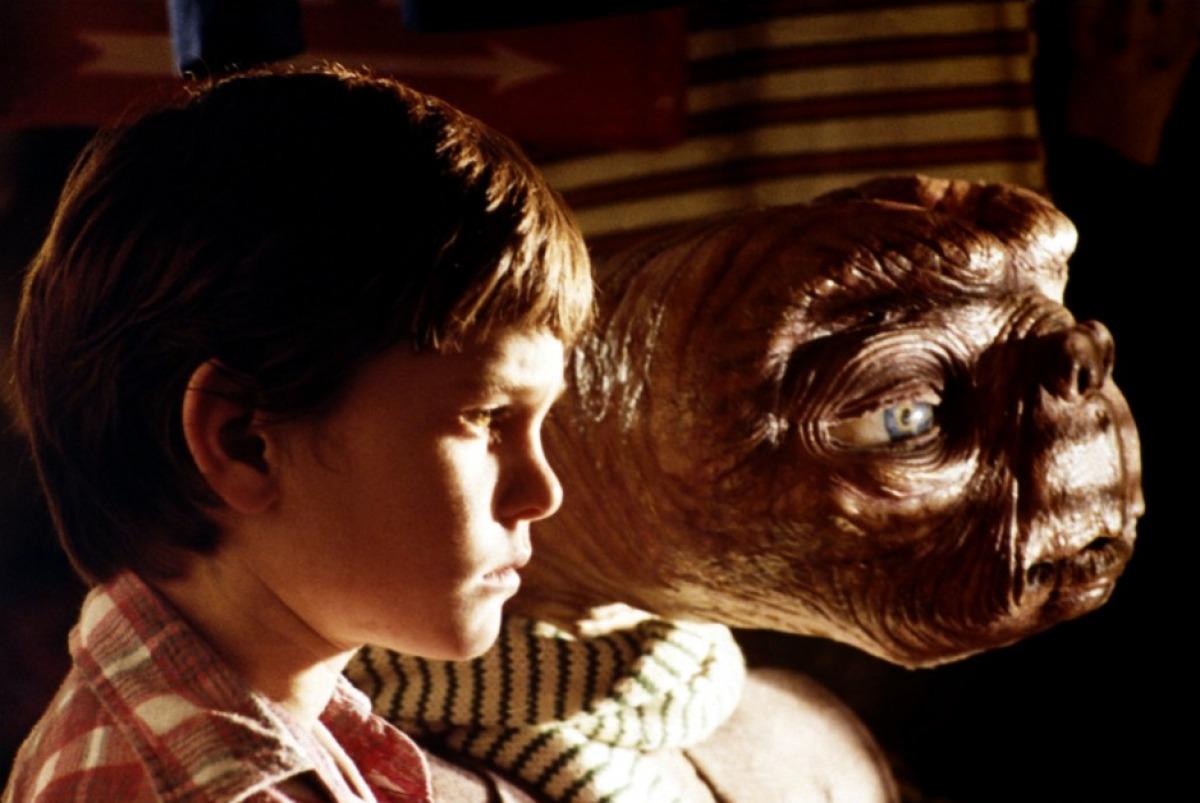 【ET】クローゼットにかくまう