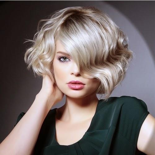 Каре боб с челкой на вьющиеся волосы фото
