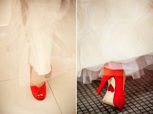http://1.bp.blogspot.com/-dh1qzUfAURo/TV3jJDWSsqI/AAAAAAAAACs/8at-wB3YpwA/s1600/sapato+vermelho.jpg
