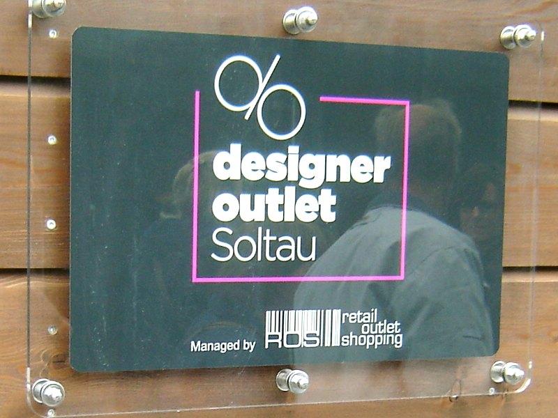 webnews designer outlet stores. Black Bedroom Furniture Sets. Home Design Ideas