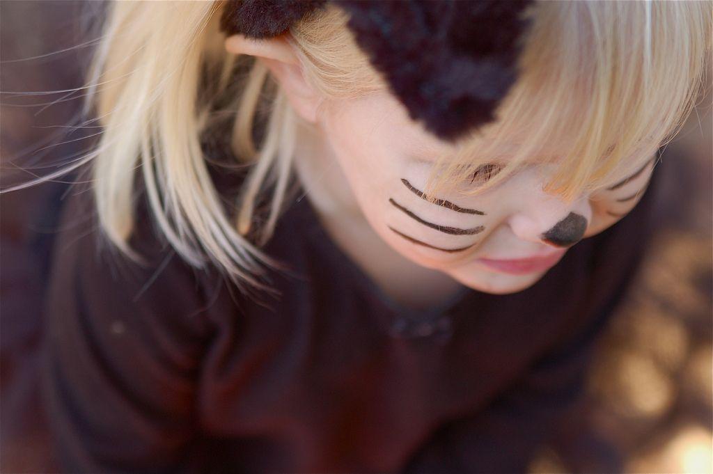 Cómo hacer un disfraz de gata para niña fácil y bonito
