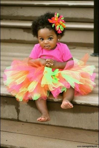 Une photo bébé africain fille