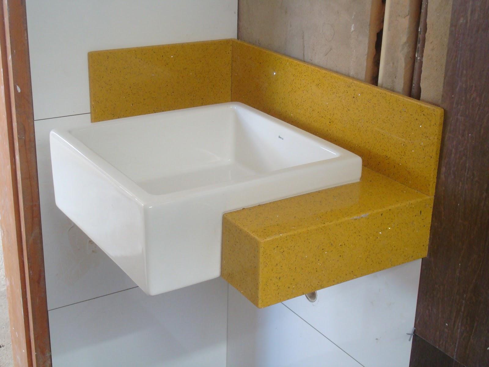Sem mesa pq a torneira é de parede vai sair do espelho. #936E24 1600x1200 Banheiro Azul E Amarelo