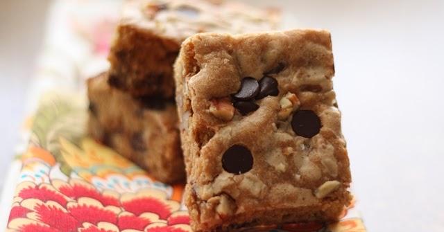 Barefeet In The Kitchen: Biscoff Chocolate Chip Pecan Blondies