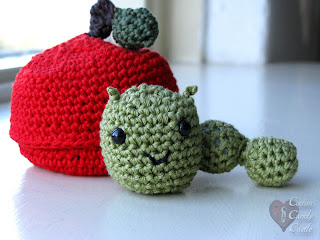 Amigurumi worm and his apple home