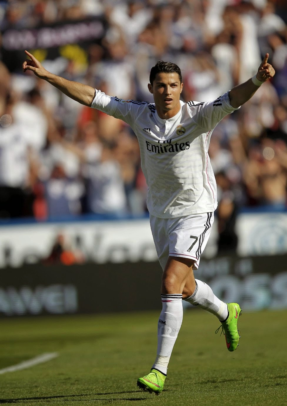 http://pictures4girls.blogspot.com/2014/10/real-madrid-crushes-levante-boukmasip.html