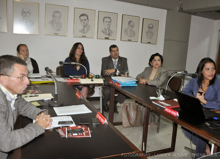 Representantes de la Consultoría Jurídica del BCV presentaron un programa de cooperación para la gestión del conocimiento en el ámbito jurídico a la Facijup ULA. (Foto: Lánder Altuve)