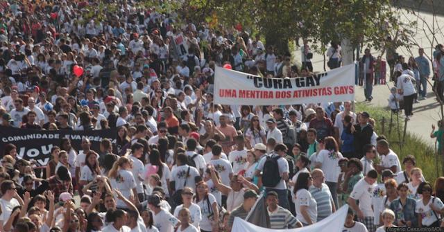 500 mil foram a 'Marcha para Jesus'; Marina aproveita para colher assinaturas para seu partido