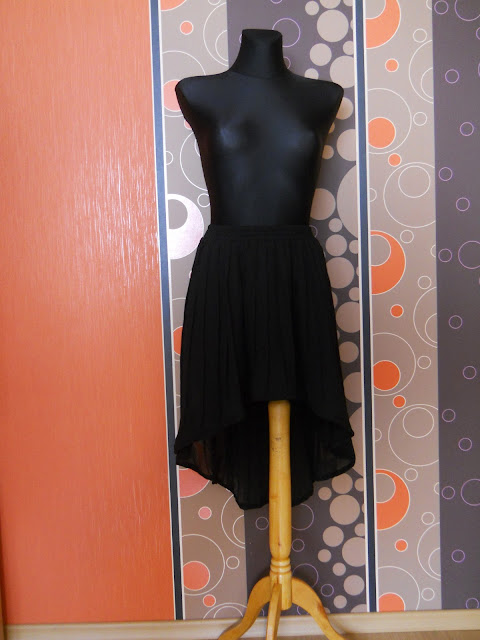 cut out skirt, do it yourself, black skirt, diy, zrób to sam