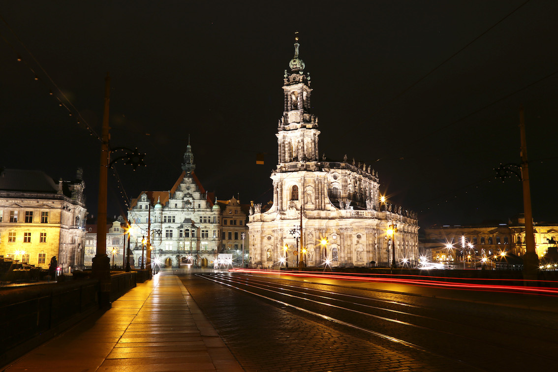 ^ Dresden by the Night: An unparalleled beauty! | The Wanderer