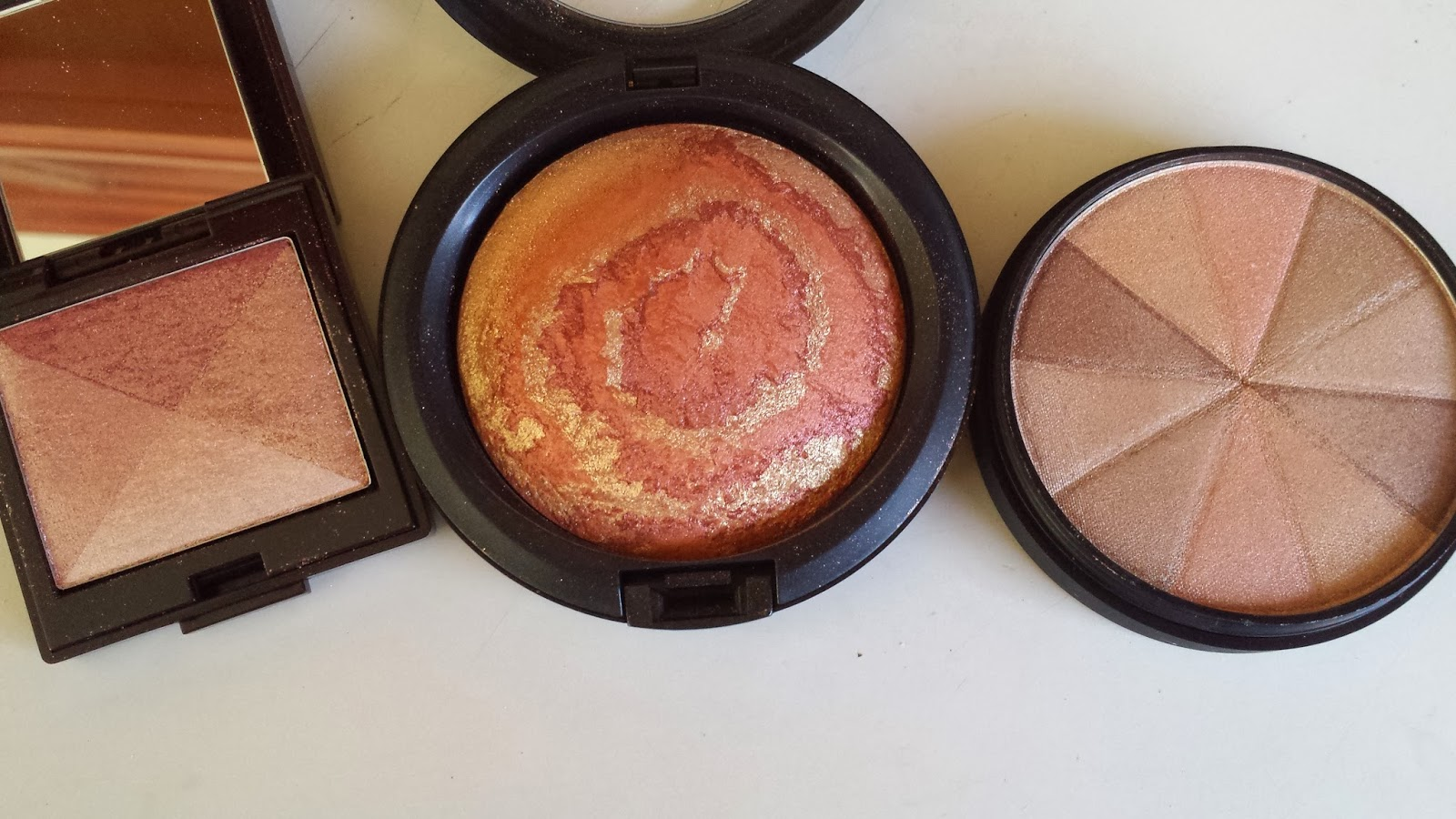 Laura Mercier 'Pink Mosaic' Shimmer Bloc, M.A.C 'Centre of The Universe' Mineralized Skinfinish, Smashbox 'Baked Starburst' www.modenmakeup.com