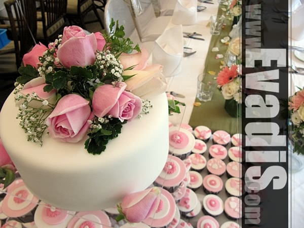 Picture of wedding cakes with pink roses