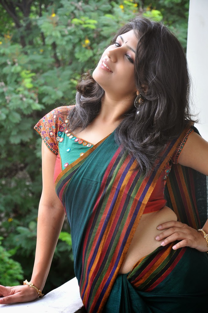 Supriya Shailaja Navel In Saree Side View Pics South Actress
