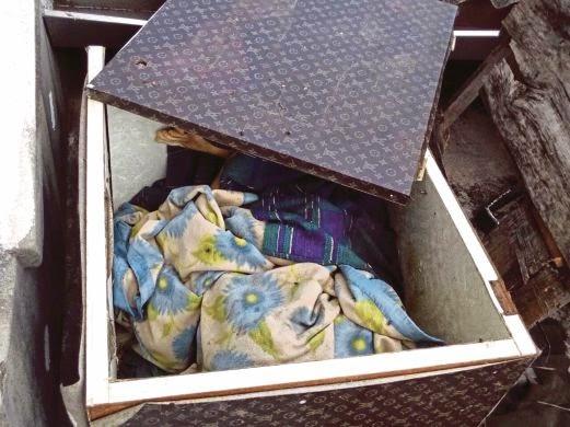 Mayat Busuk Dalam Kotak Dan Panggilan Misteri