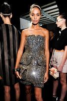 къса коктейлна рокля с камъни