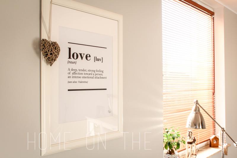plakat w salonie, typograficzny plakat