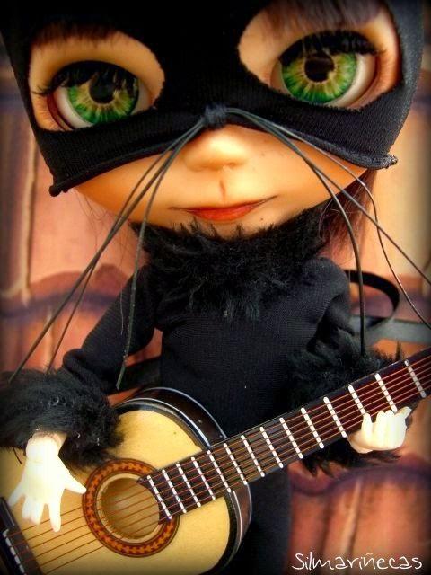 basaak doll disfrazada de gato para halloween
