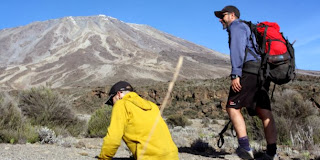Pria tanpa kaki taklukkan Gunung Kilimanjaro