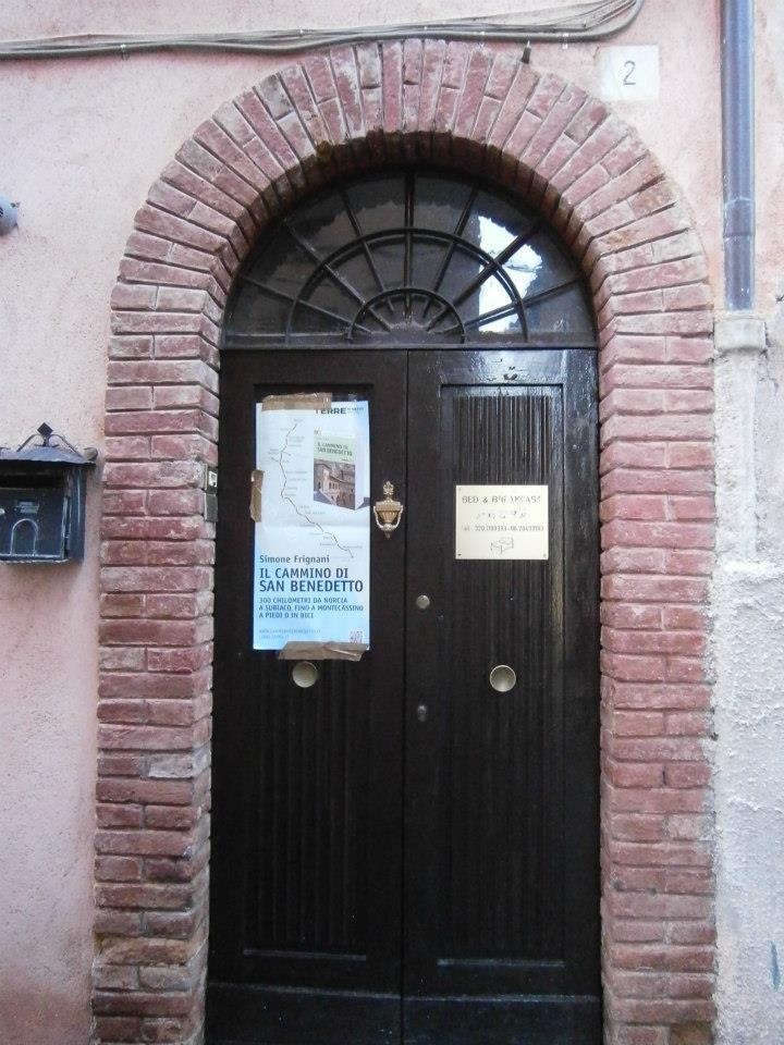 In cammino con San Benedetto: Diario semiserio di due pellegrini ...