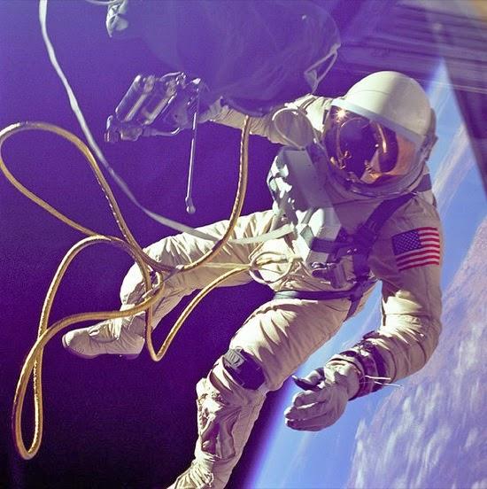 Ed White en su primer paseo espacial