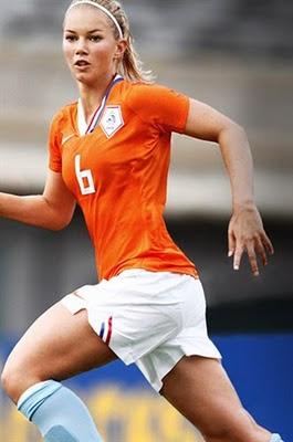 Anouk%2BHoogendijk 7 Pemain Sepakbola Wanita Tercantik Dan Tersexy