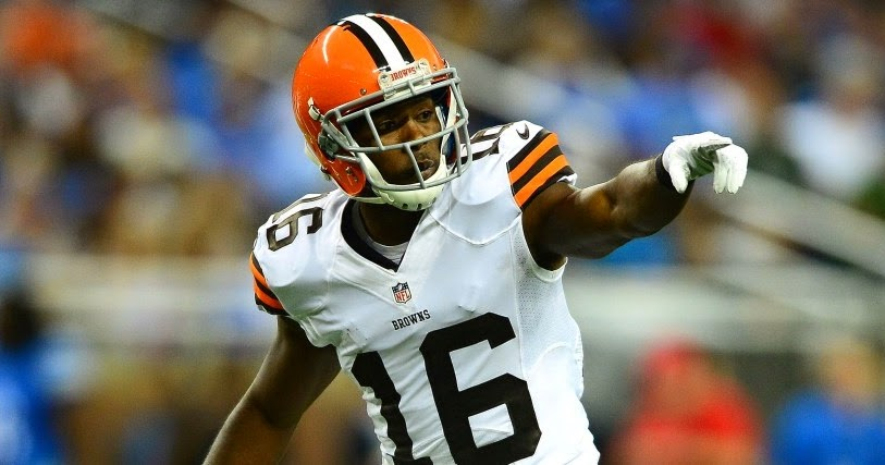 Browns' Andrew Hawkins 'evicts' son for liking Bengals players (VIDEO) ~  the other paper: Tom Brady pumped up after Edelman touchdown .