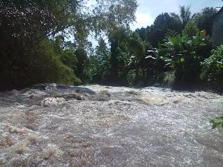 air bah banjir kali samin