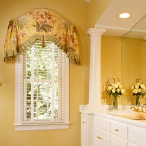 Lynn morris interiors 3 ideas to treat an unusual window for Arched kitchen window treatment ideas