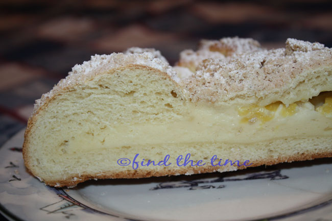 Cheese Filled Crumb Coffee Cake