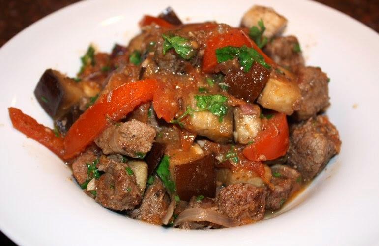 recept; recepten; hoofdgerecht; hoofdgerechten; lamsvlees; tajine; stoofschotel; aubergine; peterselie; koriander; tomaat; tomaten; arabisch;
