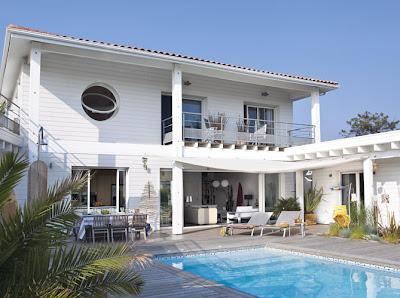 Coastal style californian beach house style for Alarme piscine home beach