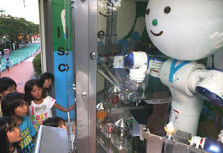 robot jepang penjual es krim