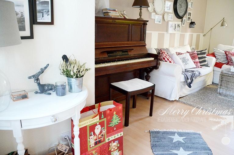 weiß rot Wohnzimmer gemütlich Klavier