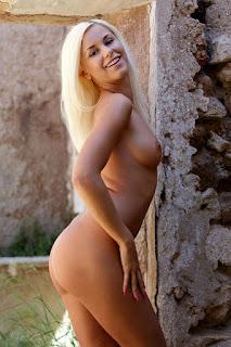 Hot Naked Girl - rs-l8c_16-788681.jpg
