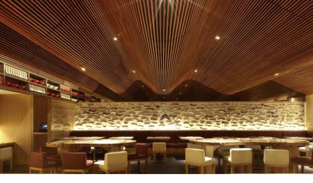 Espectacular techo de madera en el restaurante ippudo for Restaurante madera