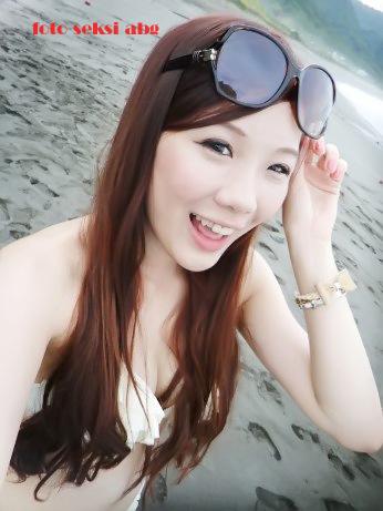 Foto Bikini Seksi Gadis Pantai