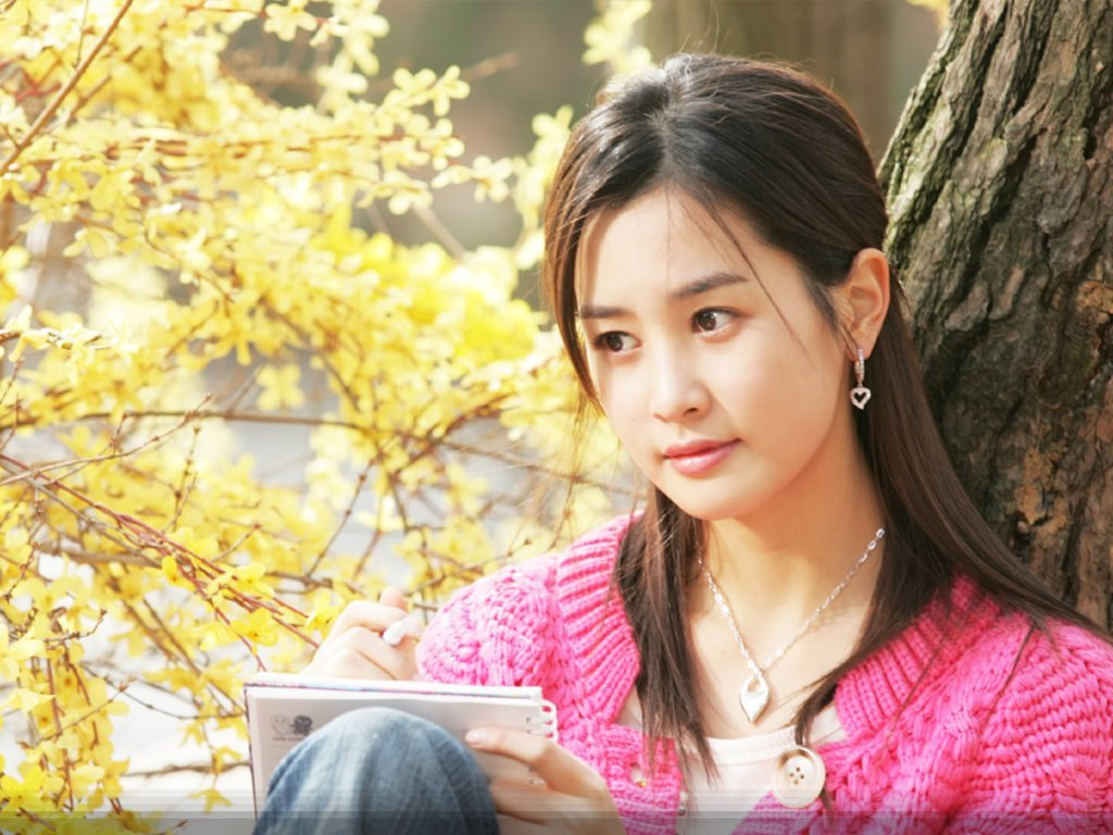 http://1.bp.blogspot.com/-dlq_0KKpzxs/T2n9XfAtUmI/AAAAAAAADlM/0kGUYb43C1c/s1600/beautiful-korean-actress-lee-da-hae-wallpaper-0.jpg