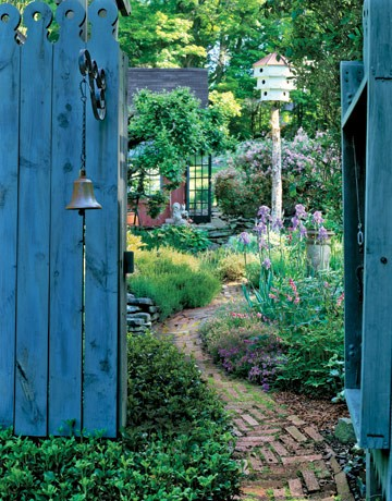 ... -+garden+design+and+decor+-+blue+garden+gate+via+pinterest.jpg