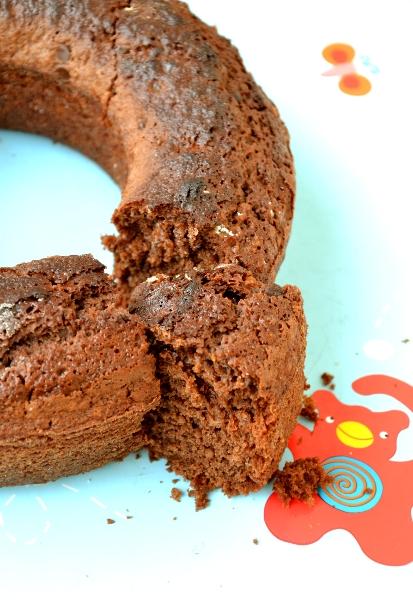 torta con latte di mandorla, senza uova e burro e gocce di cioccolato