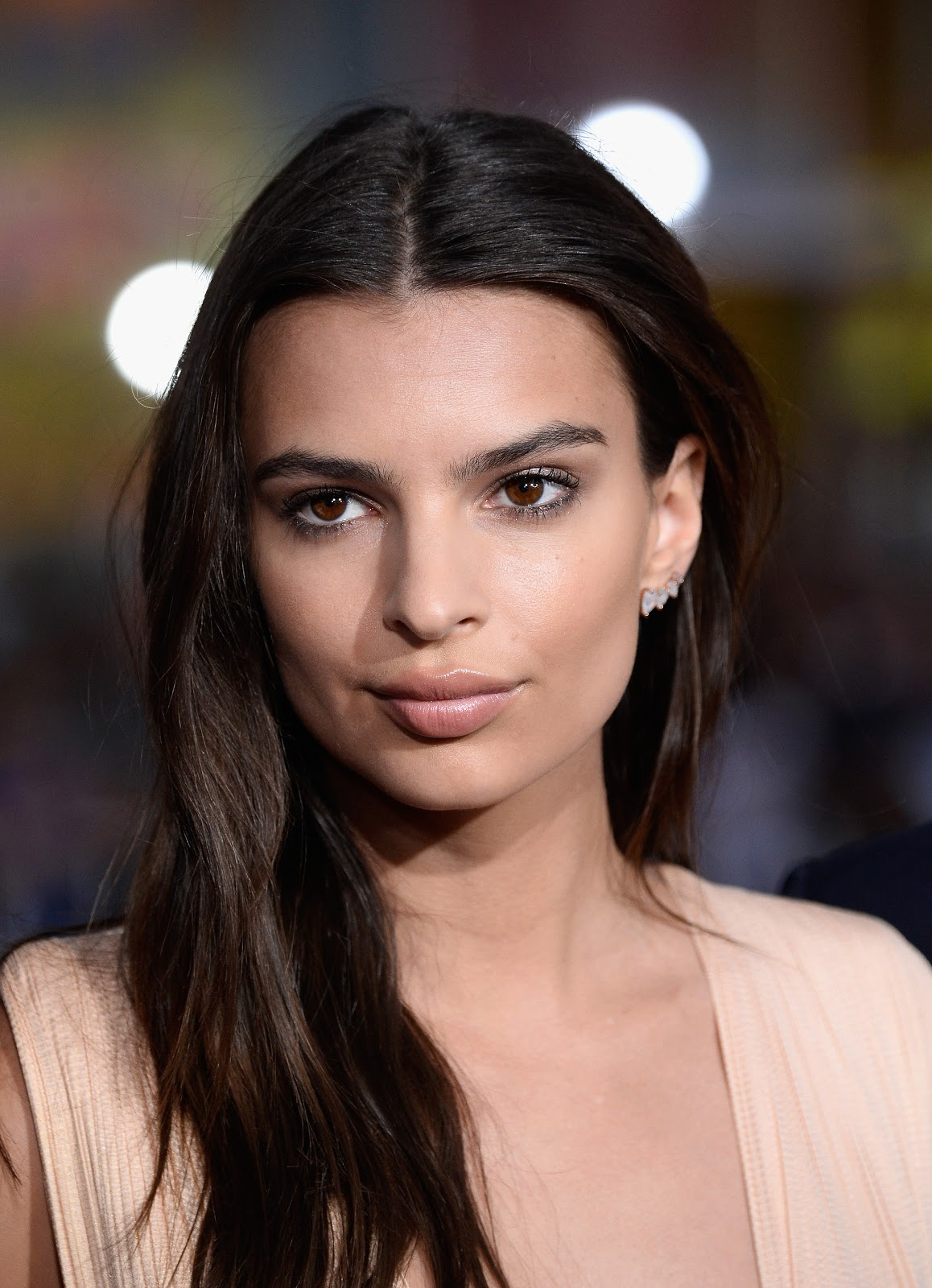 Emily Ratajkowski HD Photos & Wallpapers