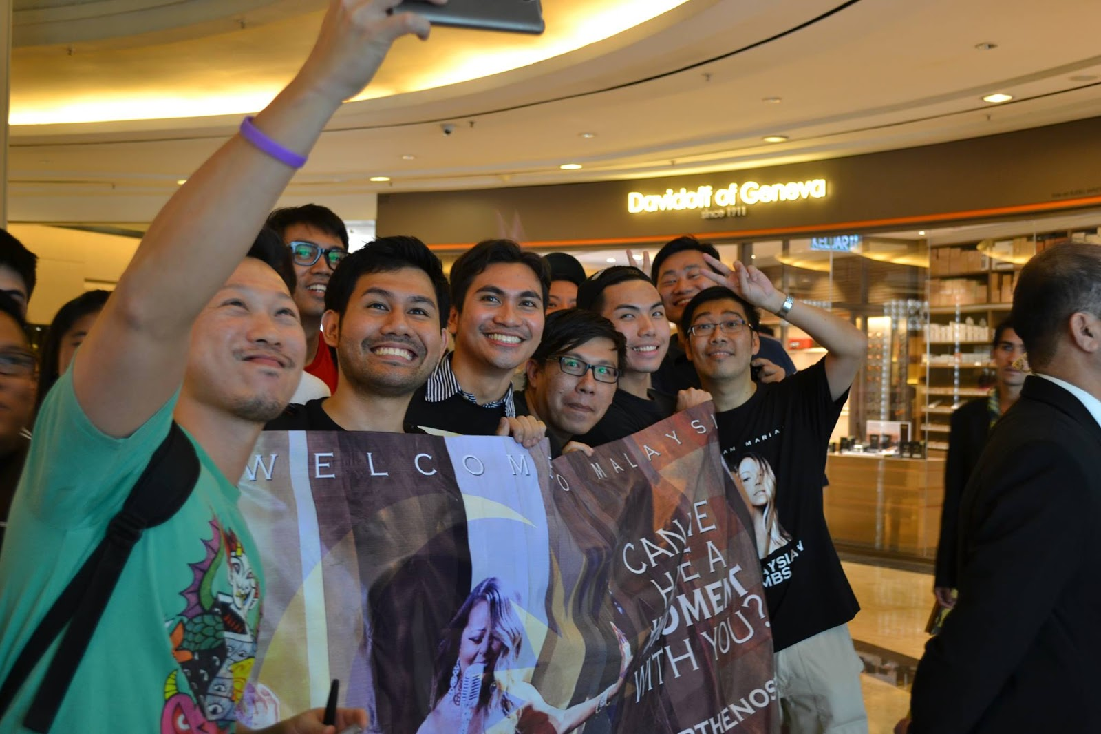 Mariah Carey - Lambs of Asia To The World made an attempt to meet Mariah Carey in KL yesterday