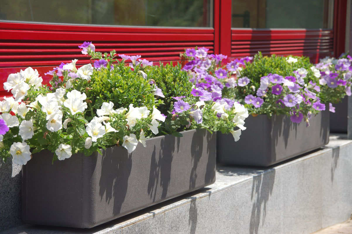 Thornhill florist - decorating with urns.