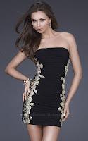 Къса рокля без празрамки в черно със сребърно-златни бродерии встрани, дизайнер La Femme