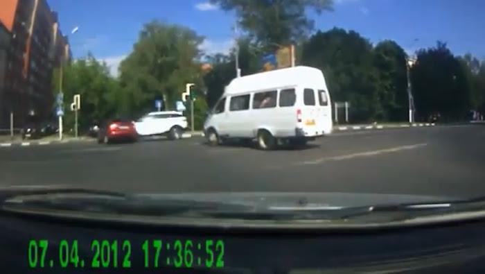 Acidente com um Range Rover Evoque na Rússia