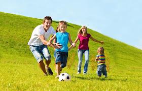 http://1.bp.blogspot.com/-dmlPPBPP2dc/UAZ5AY018LI/AAAAAAAAAXM/_kBY7LKjypM/s1600/olahraga+bersama+keluarga.jpg