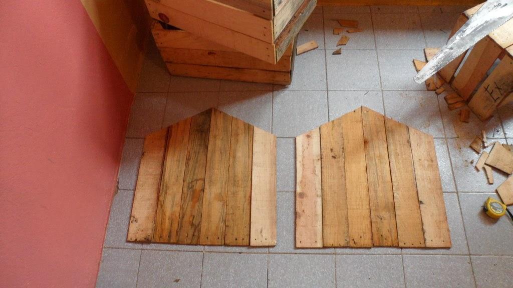 Caseta para perros hecha con cajas de fruta o palets - Como se hace una casa de madera ...