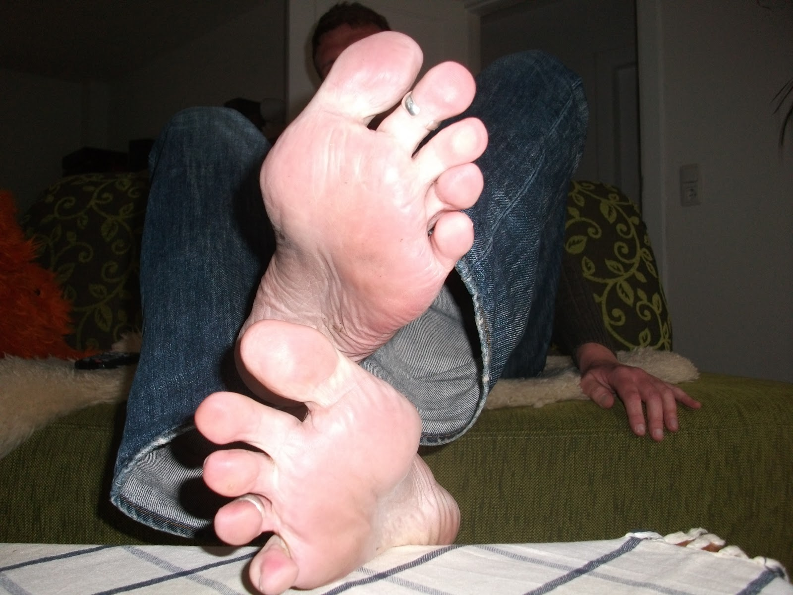 gay feet cairns personals